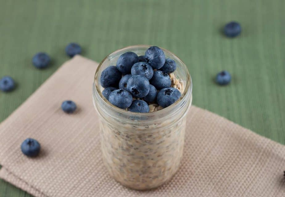 Peanut Butter & Blueberry Overnight Oats Recipe : So Very Blessed - Take 5 minutes to prep these the night before and you have a healthy and delicious breakfast waiting for you on busy weekday mornings!