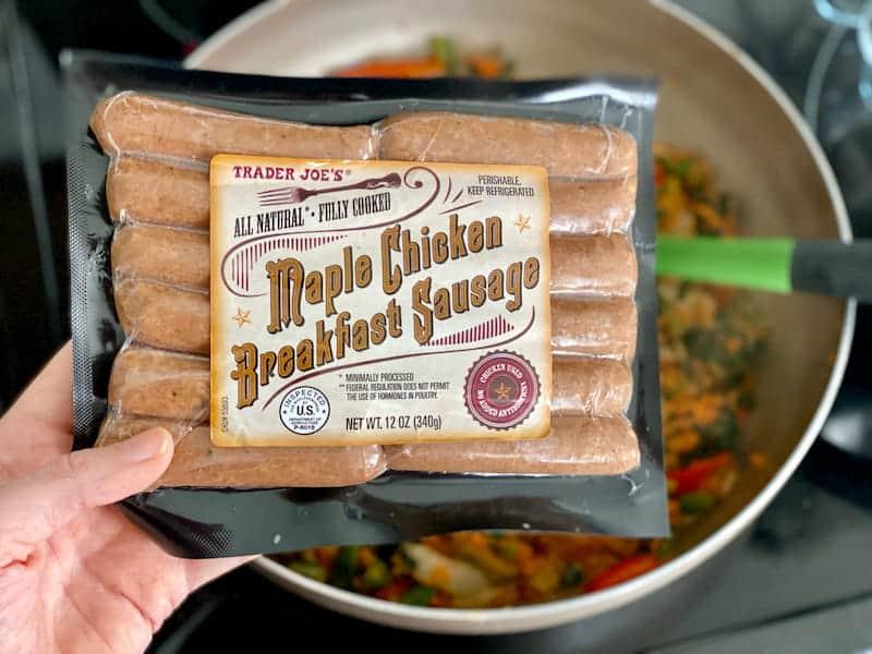 Paket von Trader Joes Maple Chicken Frühstückswurst zum Frühstück Burritoschalen